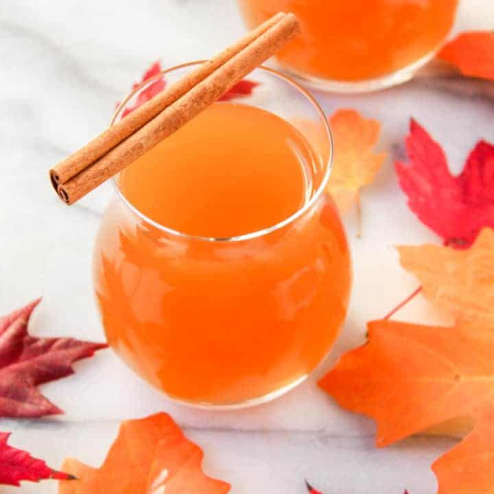 fall cocktail spiked hot apple cider with vanilla whiskey