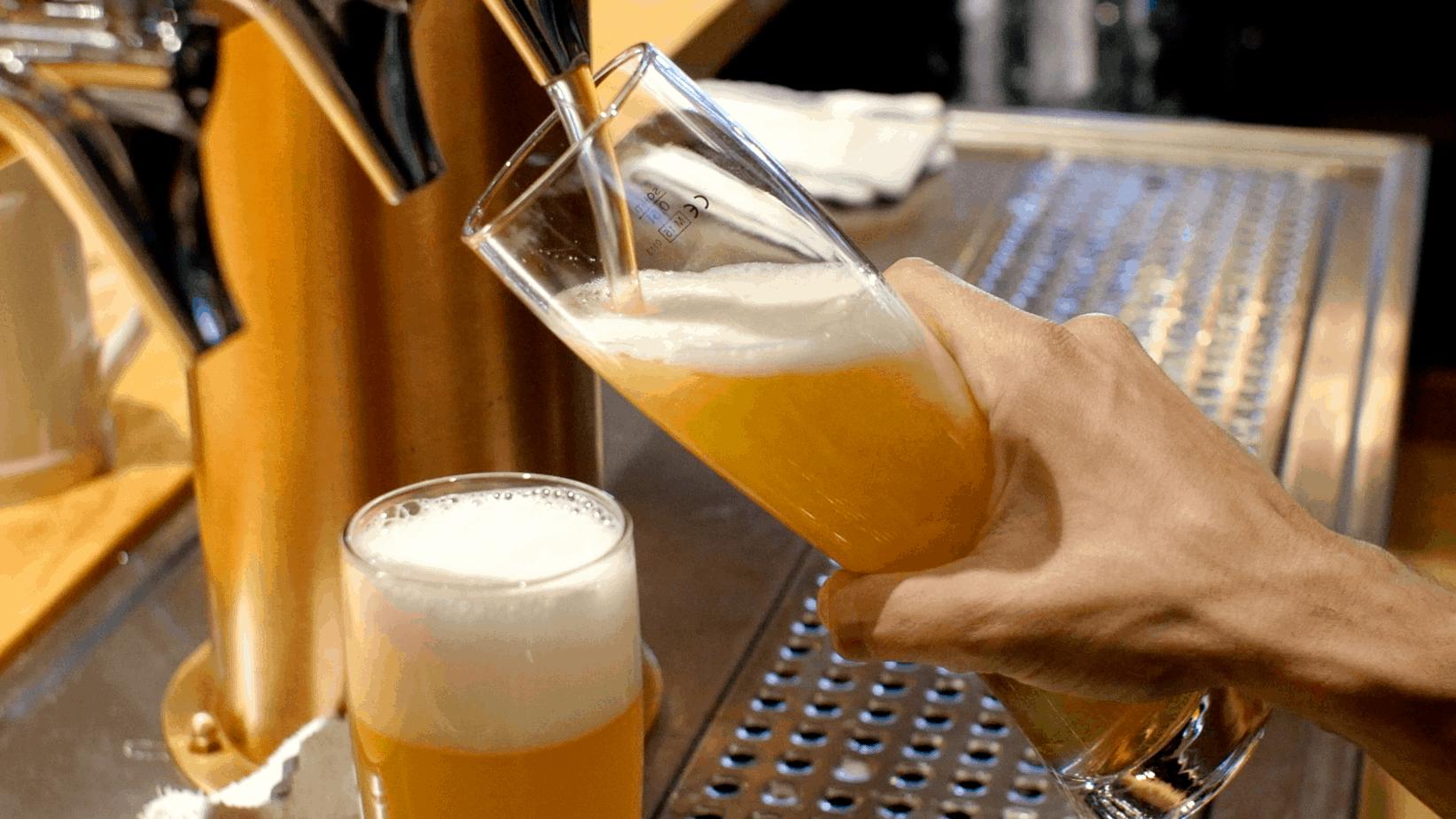 charlotte brewery bracketomb pour